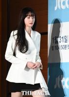 [TF사진관] 권나라, '그림자까지 아름다운 롱다리 미녀'