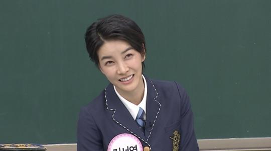 배우 진서연이 만난 지 3개월 만에 혼인신고를 올린 남편과의 러브스토리를 밝혔다. /JTBC 아는 형님 방송화면 캡처