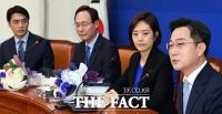 [TF포토] 입당 기자회견 갖는 박성준 전 JTBC 아나운서