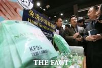 [TF포토] 화장품 매장 차지한 마스크와 손소독제