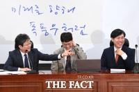 [TF포토] '김웅 전 검사 영입, 화기애애한 새로운보수당'