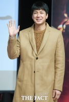[TF포토] 김승현, '새 신랑의 손인사'