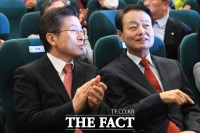[TF포토] 대화 나누는 황교안-한선교