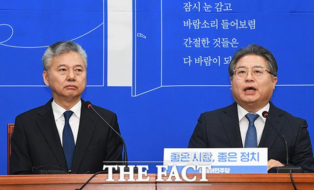 소감 밝히는 18호 영입인사인 이재영 전 대외경제정책연구원장(오른쪽)