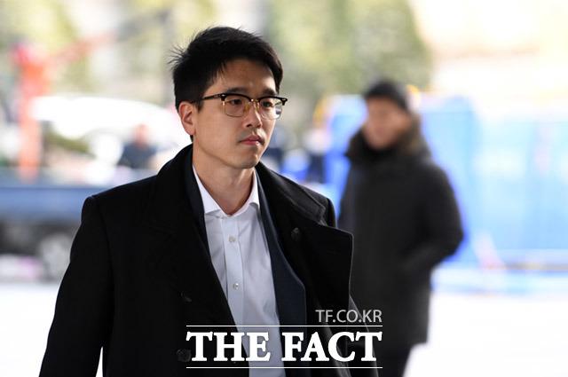 마약 밀반입 혐의를 받고 있는 CJ그룹 장남 이선호(30) 씨가 6일 2심 선고 공판 출석을 위해 서울 서초구 서울고등법원으로 들어가고 있다. /임세준 기자