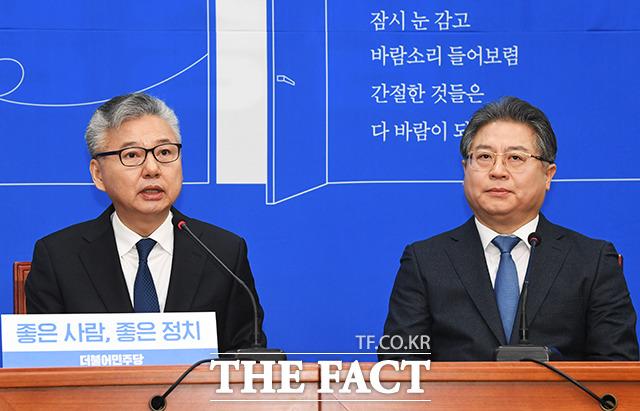소감 밝히는 17호 영입인사인 홍성국 전 미래에셋대우 대표(왼쪽)