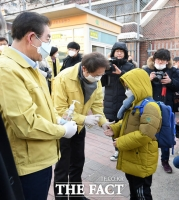 [TF사진관] 신종 코로나 예방 등교 지원하는 박원순-조희연