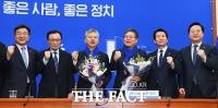 [TF포토] 더불어민주당 인재영입, '경제전문가 홍성국-이재영'