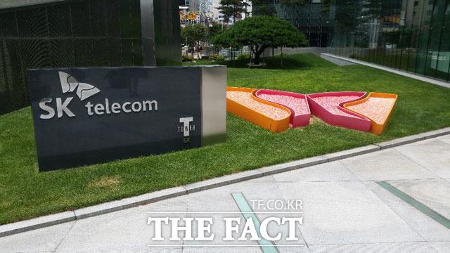 SK텔레콤이 지난해 매출 17조7437억 원 및 영업이익 1조1100억 원의 실적을 기록했다. /더팩트 DB