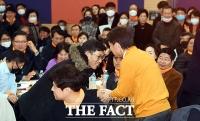 [TF포토] 악수하는 진중권-안철수