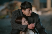 '사랑의 불시착', 손예진·현빈 반전 엔딩…특별출연 최지우 '화제'