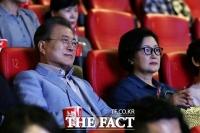 [TF프리즘] '새 역사' 쓴 봉준호 향한 文대통령의 '각별함'