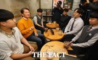 [TF사진관] 18세 유권자들 찾은 안철수 위원장