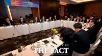 [TF사진관] 외국계 금융회사 CEO와 간담회 갖는 은성수 금융위원장