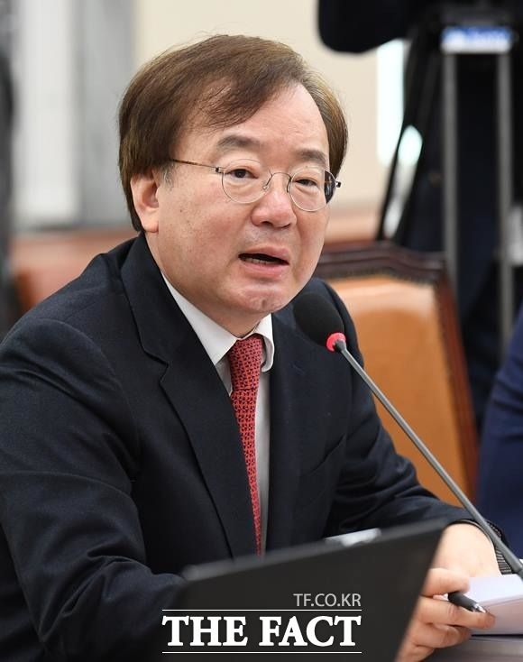 강효상 자유한국당 의원은 11일 원내대책회의에서 봉준호 영화박물관을 만들어야 한다고 언급했다. /이새롬 기자