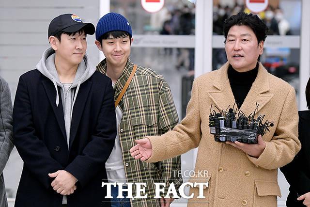 귀국한 기생충 팀, 송강호(오른쪽)가 소감을 밝히던 도중!