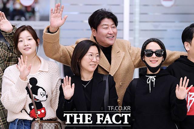 곽신애 바른손이앤에이 대표(가운데)