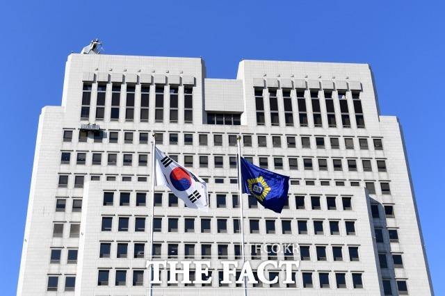 대법원 전원합의체는 지난달 직권남용죄에 대한 첫 판례를 내놨다. 사진은 서울 서초구 대법원. /남용희 기자