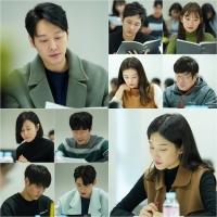 '그 남자의 기억법' 김동욱·문가영, 벌써 연인 분위기