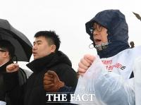 [TF포토] 구호 외치는 참가자들
