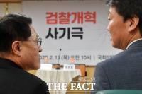 [TF포토] 정운천-안철수, '대화 주제는 검찰개혁 비판?'