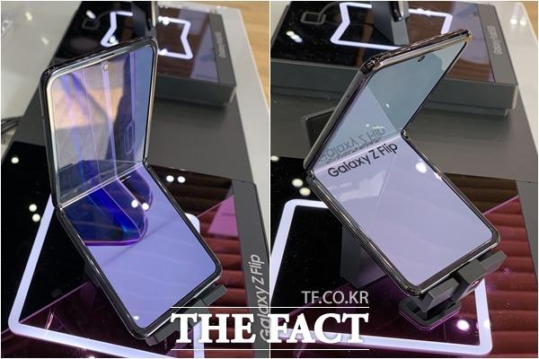 갤럭시Z플립은 펼쳤을 경우 일반 스마트폰 크기와 유사한 6.7인치 디스플레이를 사용할 수 있다. /마포구=최수진 기자