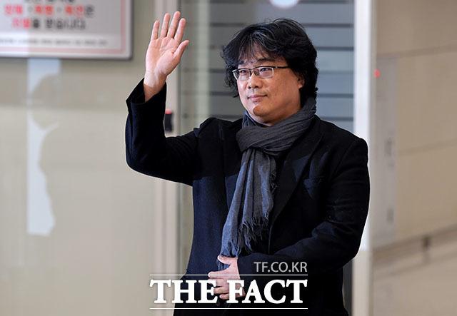 봉준호 감독은 짧은 귀국 소감을 밝히고 인천국제공항을 떠났다. /인천국제공항=이덕인 기자