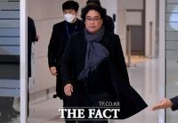 [TF현장] '위대한' 봉준호 감독 귀국길..피로에도 5분의 여유