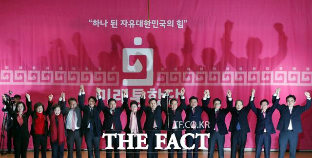 17일 공식 출범한 미래한국당은 한국당 105석, 새보수당 7석, 전진당 1석, 위성정당인 미래한국당 5석을 합쳐 118석으로 총선에 나선다. /남윤호 기자