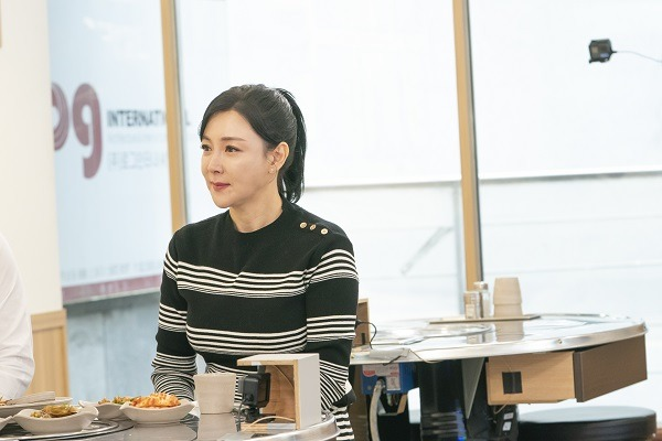 배우 이상아가 세 번의 결혼과 이혼을 한 심경을 털어놨다. /SBS플러스 제공
