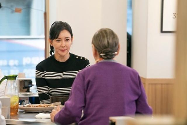 배우 이상아가 김수미의 위로에 눈물을 터뜨렸다. /SBS플러스 제공