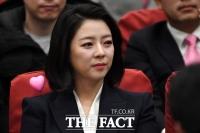 [TF사진관] '하트 뿅뿅'···어깨에 '힘(?)' 주고 온 배현진