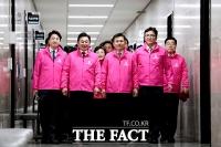 [TF포토] '최고위원회의 참석하는 미래통합당'