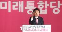 [TF포토] 축사 전하는 유의동