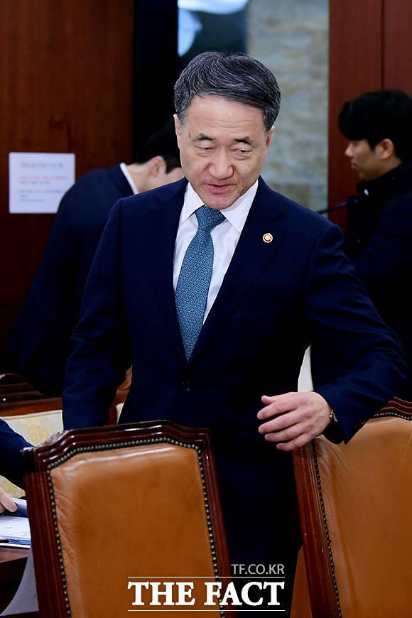 보건복지위원회 전체회의에 참석하는 박능후 보건복지부 장관