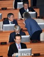 [TF포토] 대화 나누는 '국방-외교'