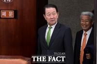 [TF포토] '셀프 제명' 앞두고 밝은 표정의 박주선-김동철 의원