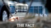 [TF포토] 버스로 이동하는 일본 크루즈선 탑승 국민들