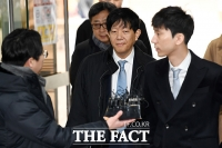 [TF포토] 법원 들어서는 이재웅-박재욱