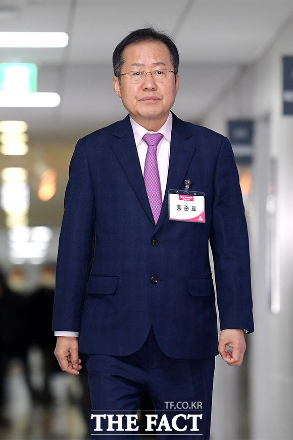 총선 후보자 면접을 위해 입장하는 홍준표 전 자유한국당 대표