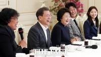 [TF사진관] 문재인 대통령, 영화 '기생충'팀과 청와대 오찬