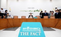 [TF포토] 홀로 합당 소식 알리는 손학규 대표