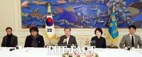 [TF포토] 영화 '기생충'팀 청와대 초청한 문재인 대통령