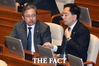 [TF포토] 대화 나누는 금태섭-송기헌
