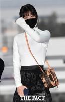 [TF포토] 모모, '블랙&화이트 패션'