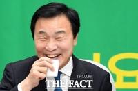 [TF포토] '3당 통합' 미소짓는 손학규