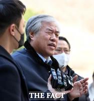 [TF포토] 취재진 질의에 답변하는 전광훈 목사