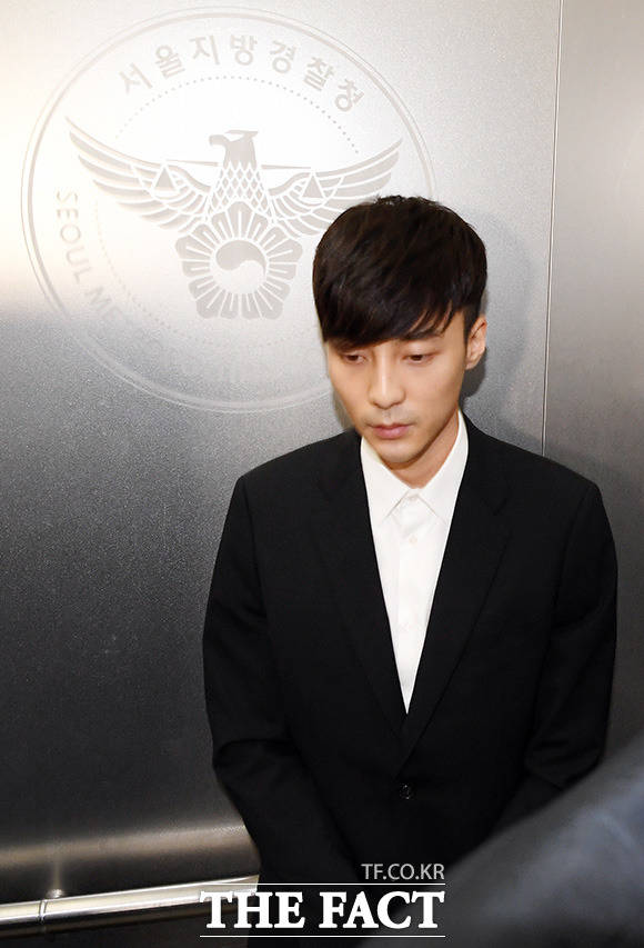 가수 로이킴이 음란물 유포 혐의에 대해 기소유예 처분을 받았다. /남용희 기자