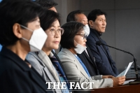 [TF포토] 더불어민주당 입당하는 배옥병 먹거리연대 대표