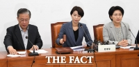 [TF포토] 의사봉 두드리는 김정화 공동대표